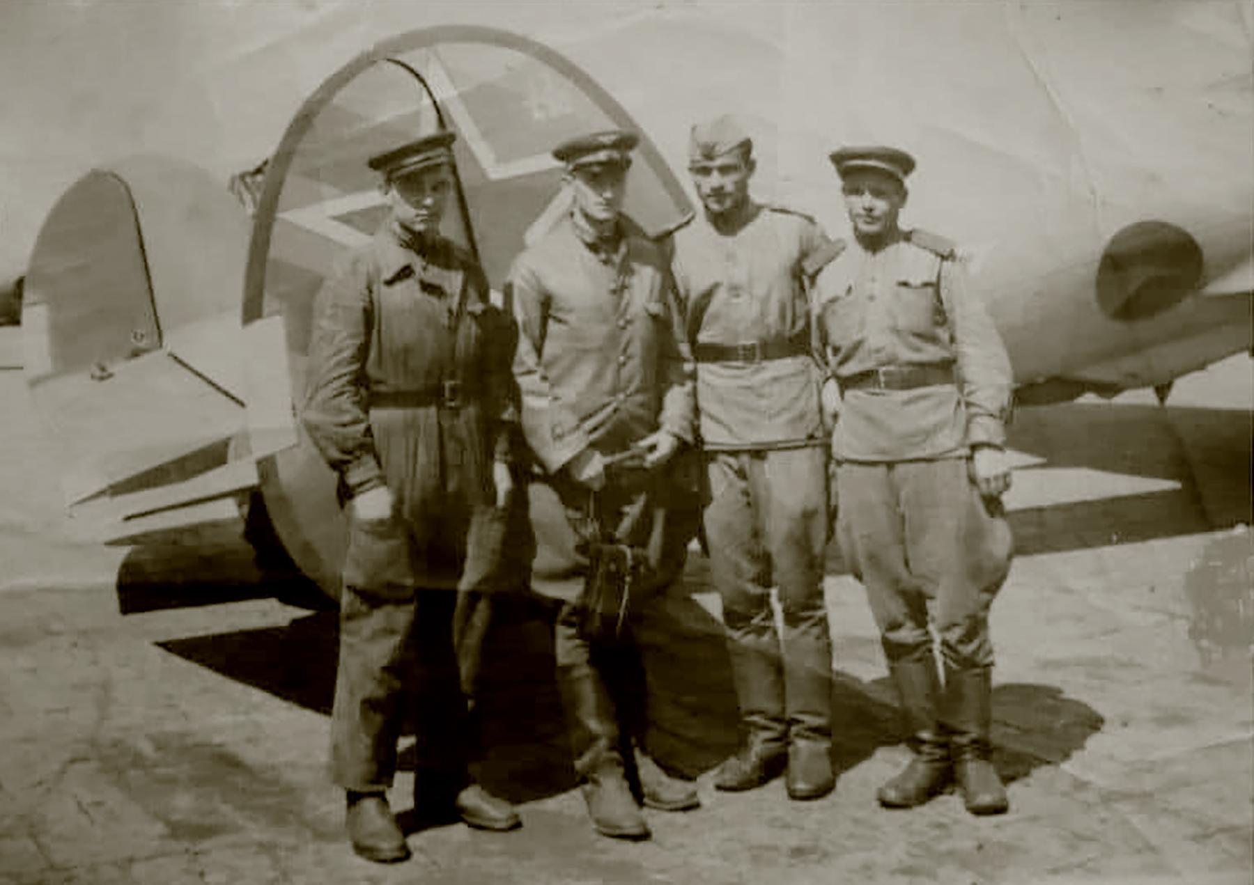 Aircrew Soviet 779BAP with Vasily Stepanovich Sergeev 1945 01