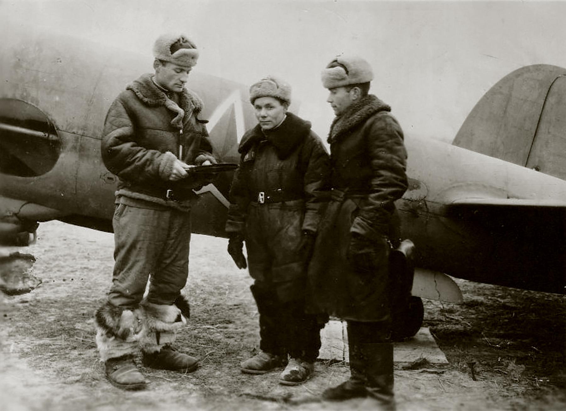 Aircrew Soviet 82GvBAP Commanding officer GI Novikov with the crew 01