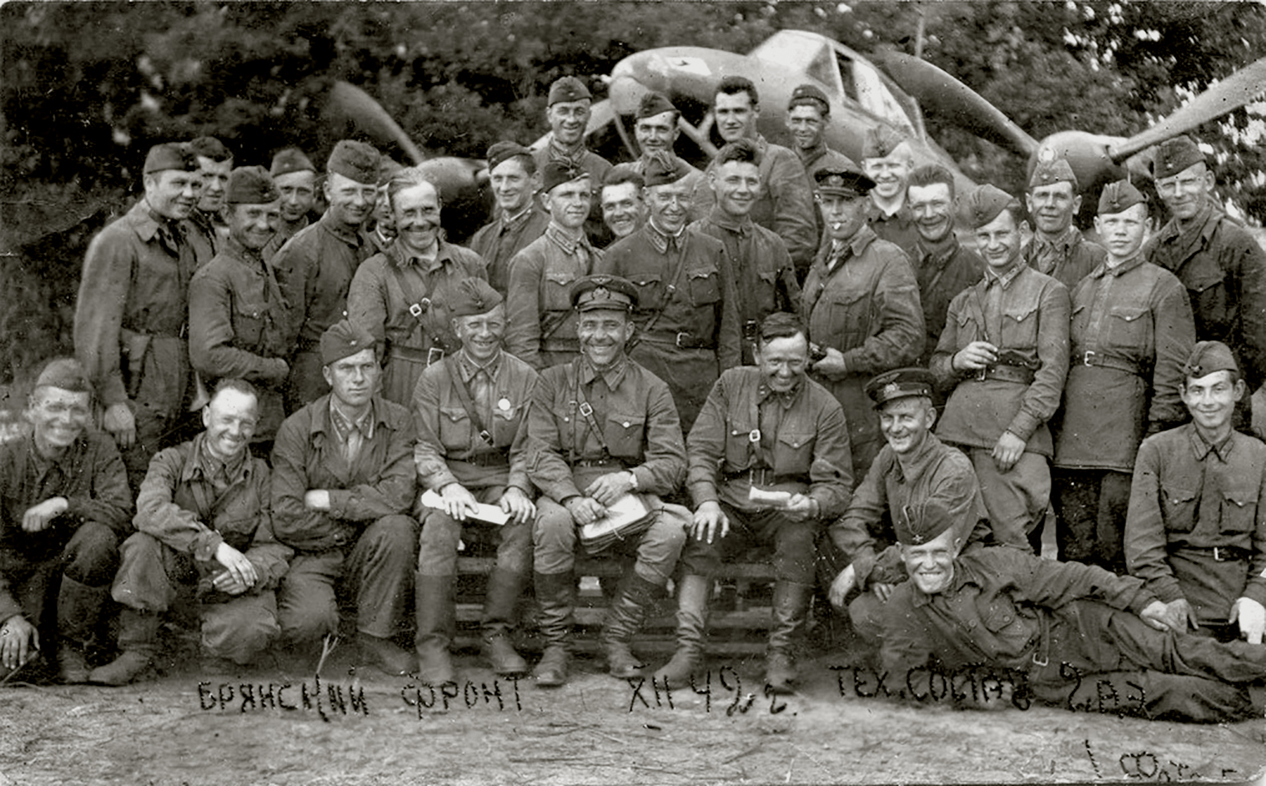 Aircrew Soviet 99GvDRAP goup photo of technical staff operating on the Bryansk Front 1942 01
