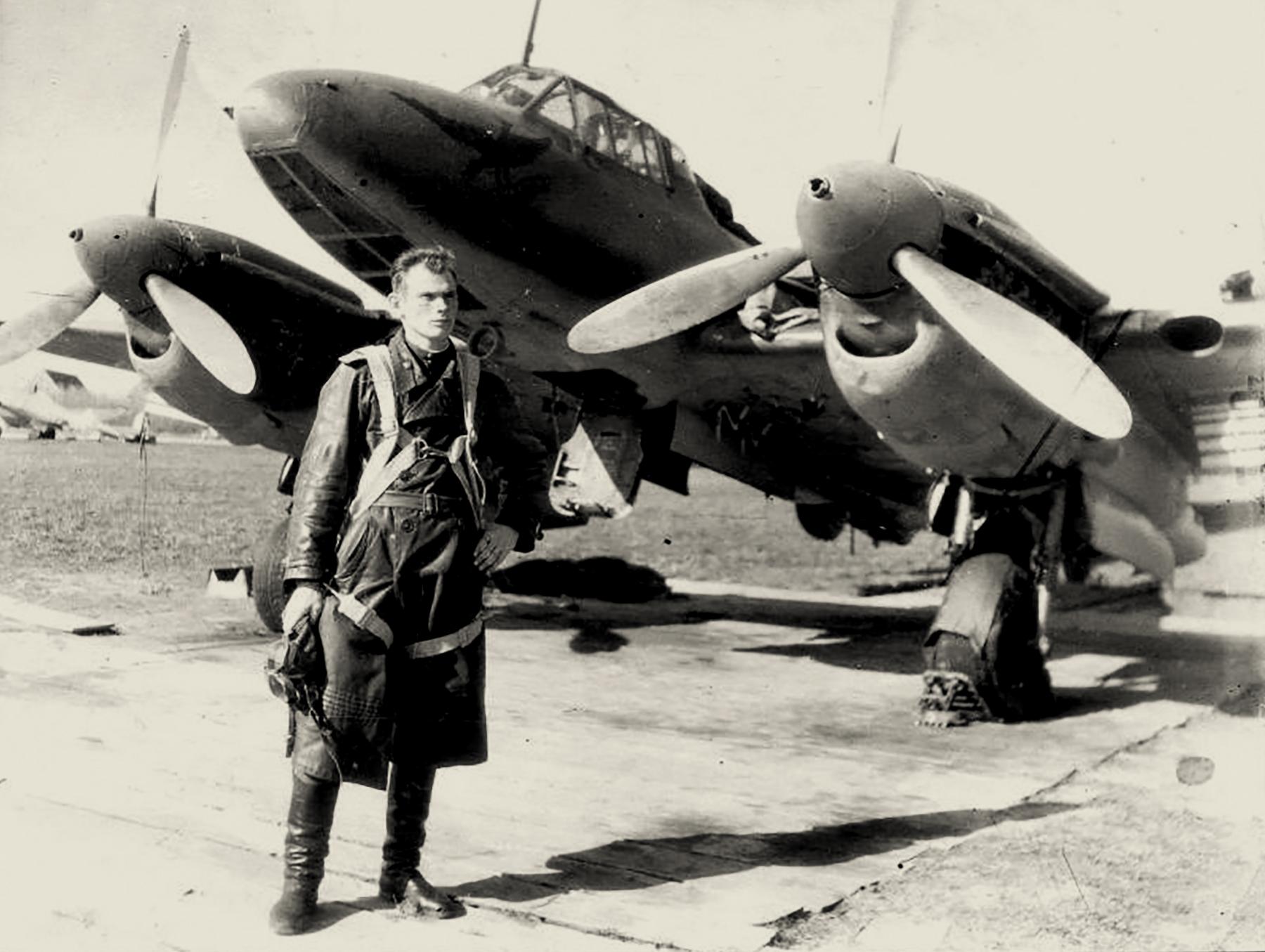 Petlyakov Pe 2 119GvBAP with DV Gaponenko in Konigsberg 1945 01