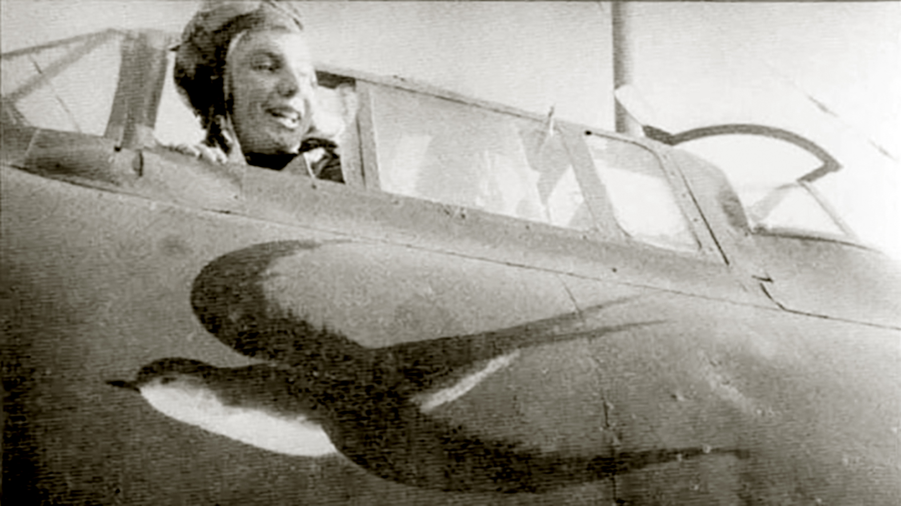 Petlyakov Pe 2 125GvBAP flown by Ekaterina Fedotova with nav Klara Dubkova and radio Antonina Hohlova 01