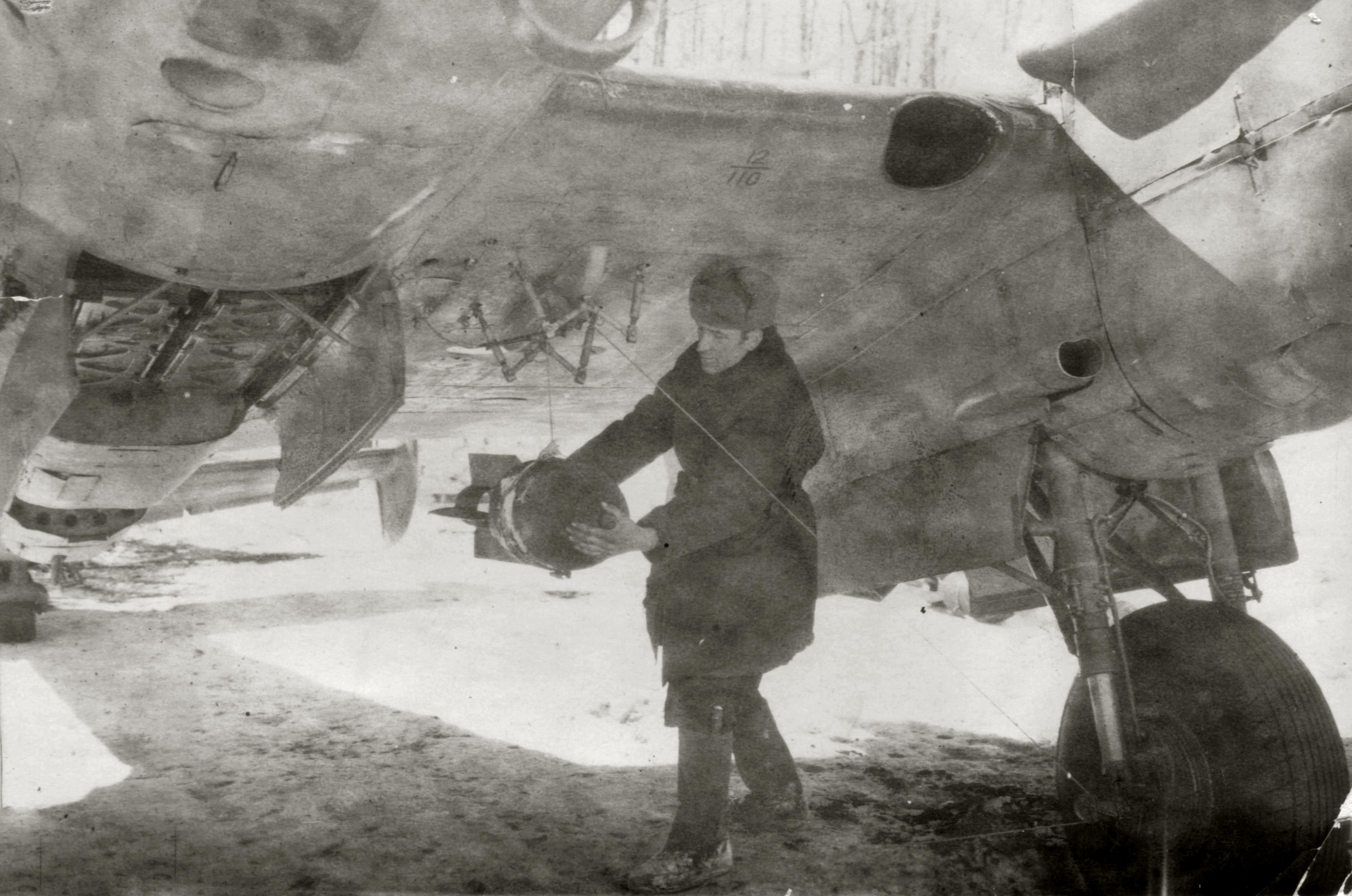 Petlyakov Pe 2 128SBAP with armourer IA Malikov 1943 01