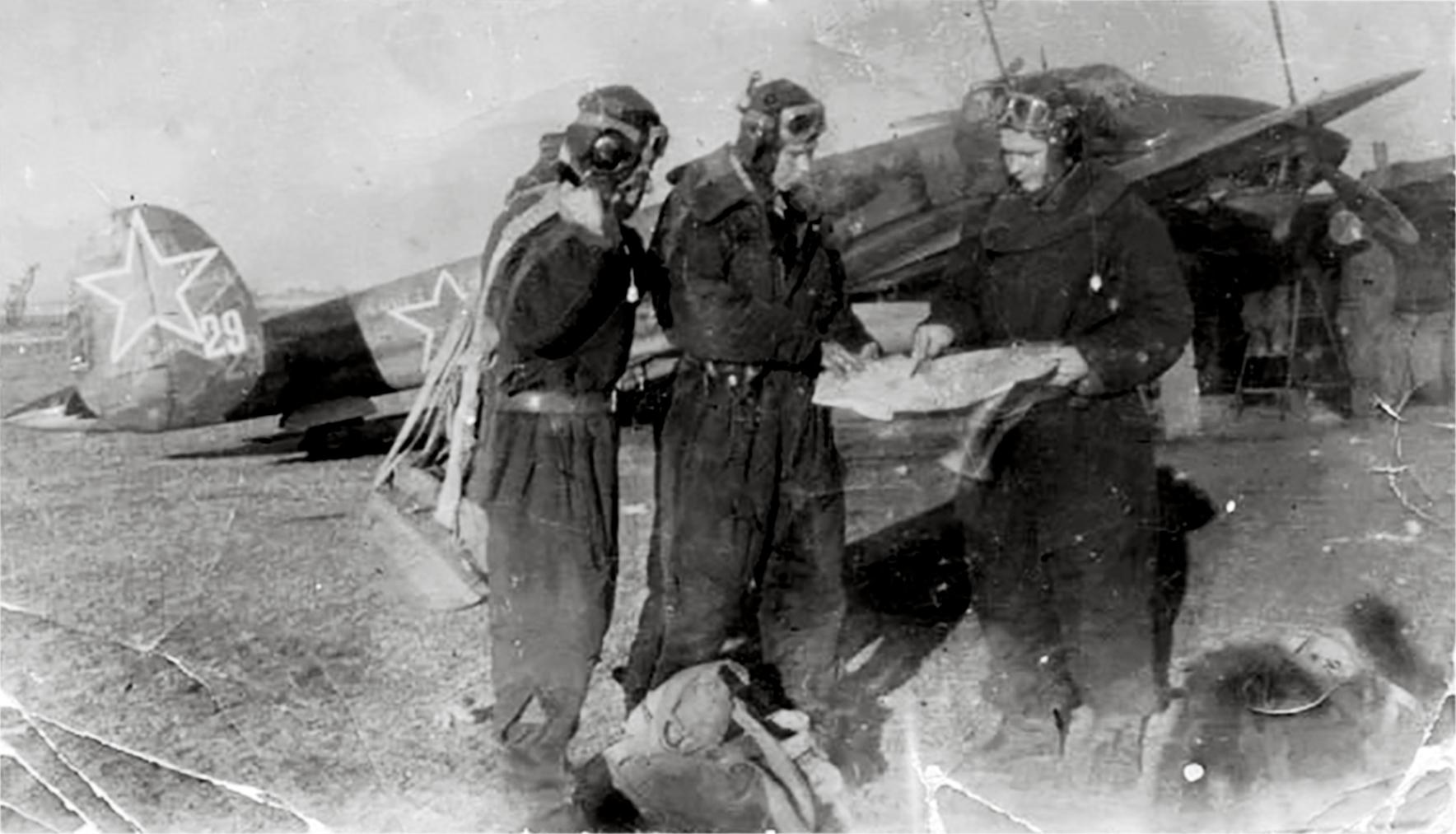 Petlyakov Pe 2 36GvBAP White 29 at Priluki Ukraine 1943 01