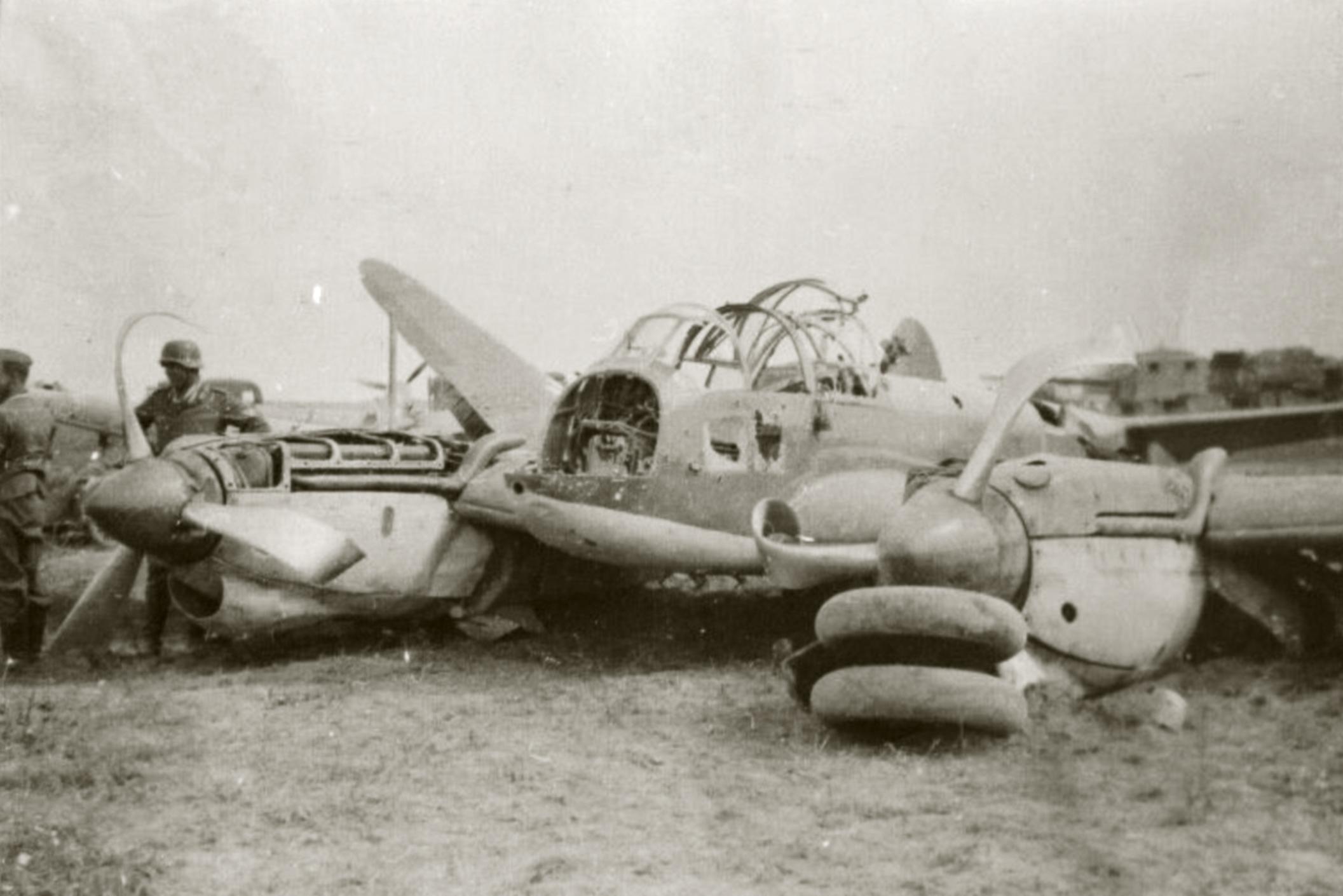 Petlyakov Pe 2 being salvaged by German forces ebay 01