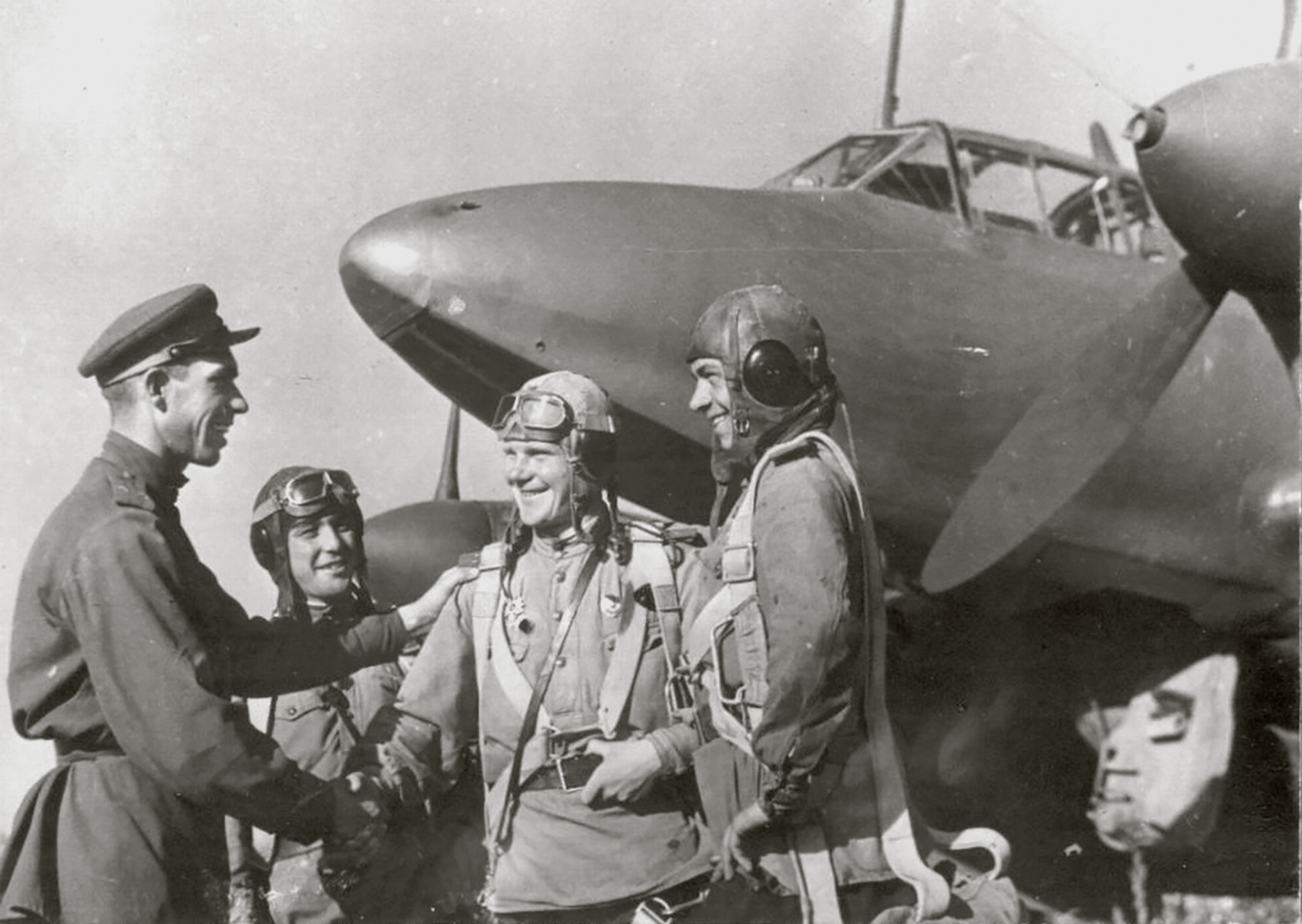 Petlyakov Pe 2 crew being congratulated for a successful missions 1st Far Eastern Front 01