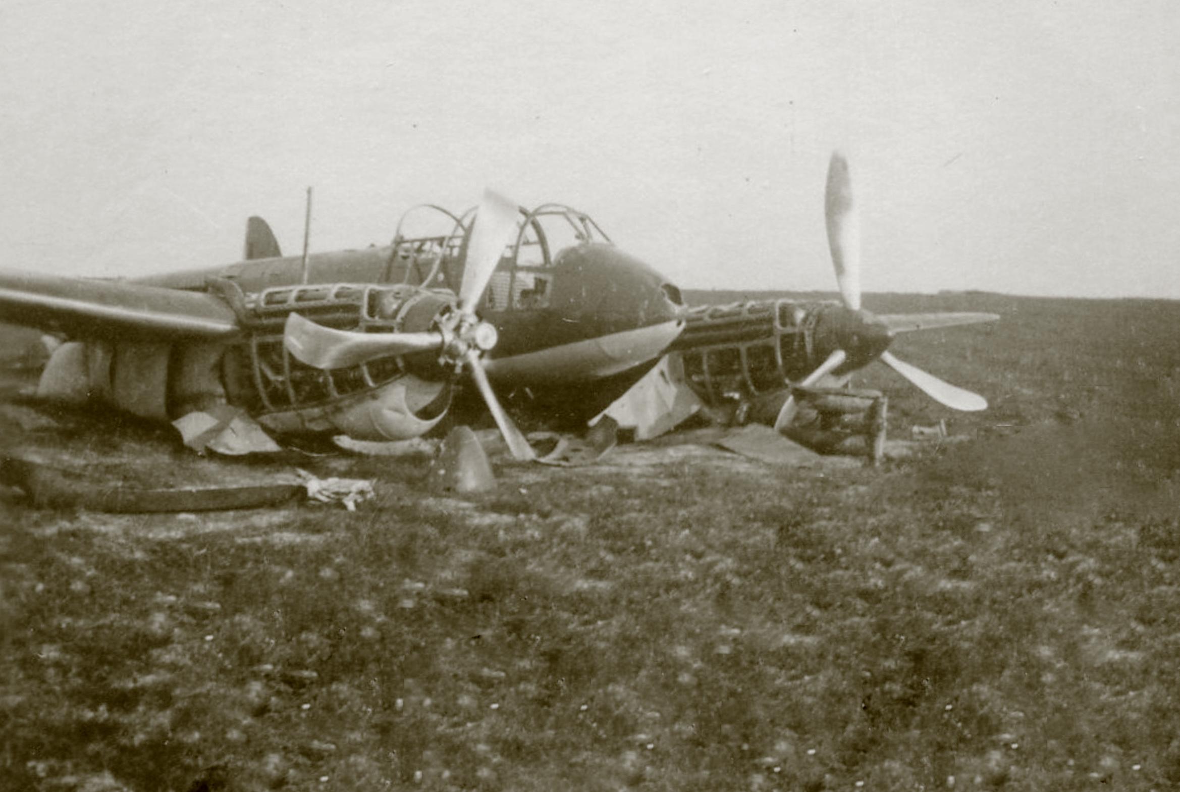 Petlyakov Pe 2 force landed lies abandoned Operation Barbarossa 1941 ebay 01