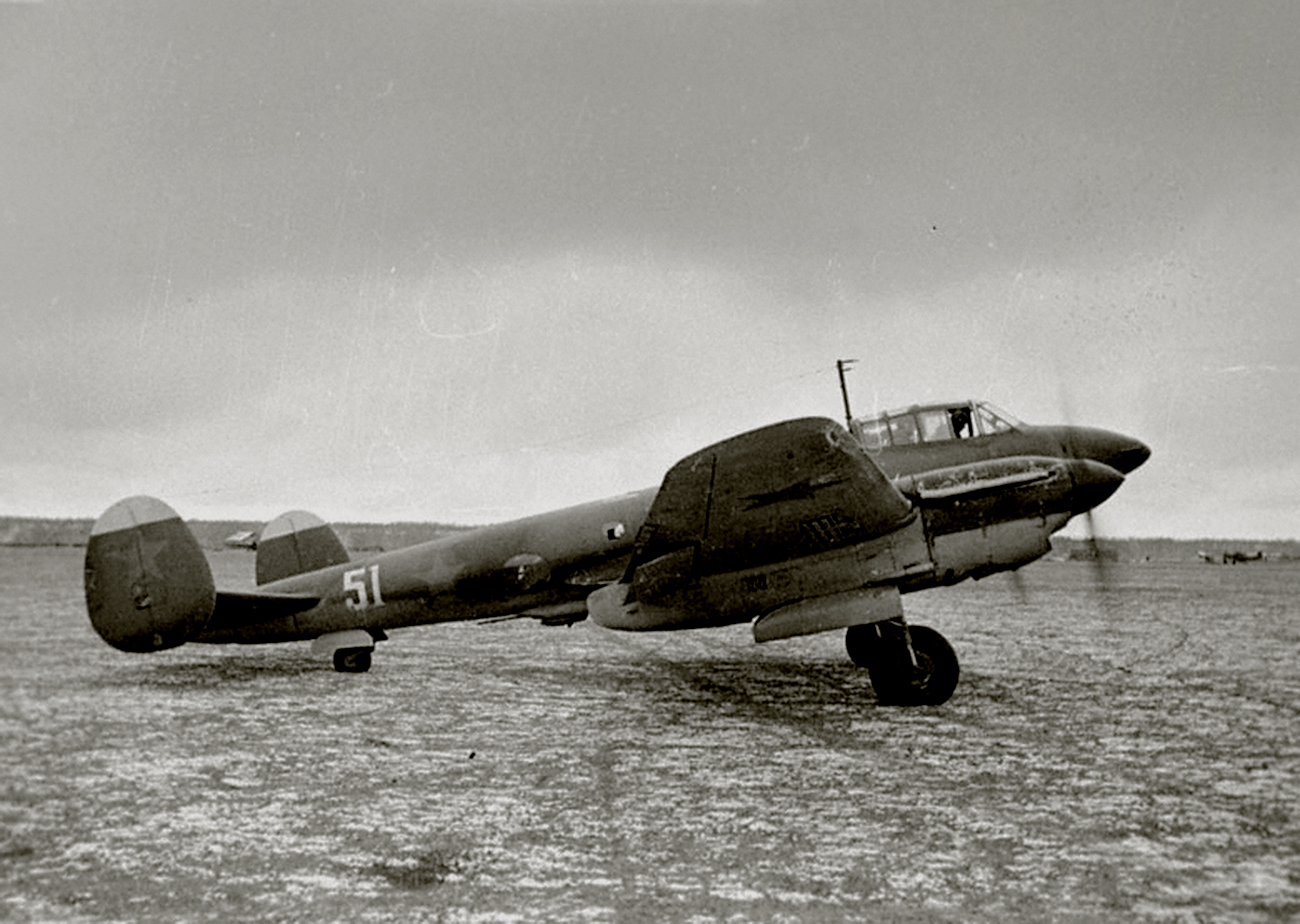 Petlyakov Pe 2 type 1 29BAP Northern Fleet White 51 and previous no Black 27 on the tail taxiing Russia 1944 01