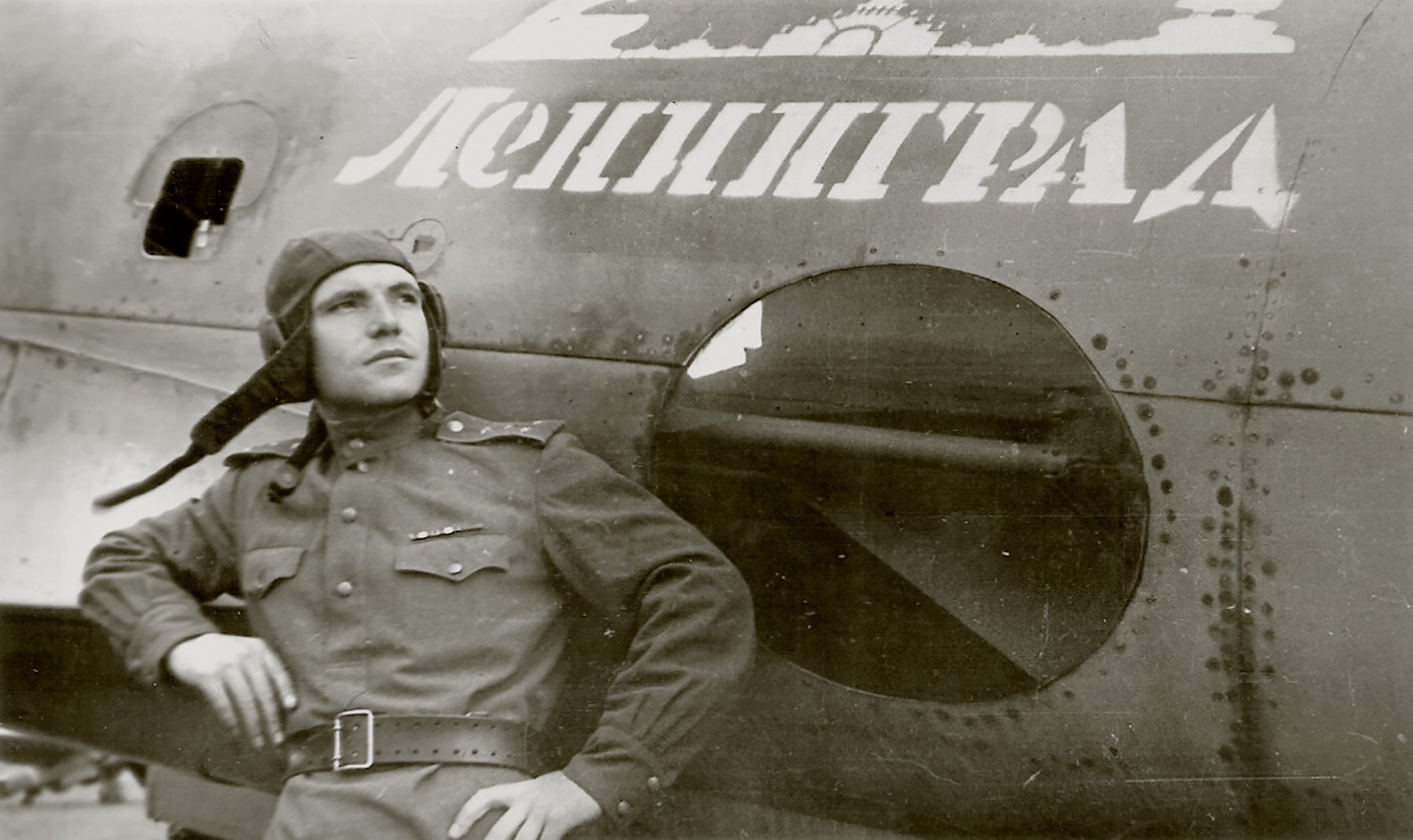 Petlyakov Pe 2 type 110 34GvBAP from workers of Leningrad Borisov A Vasilyevich 1943 01
