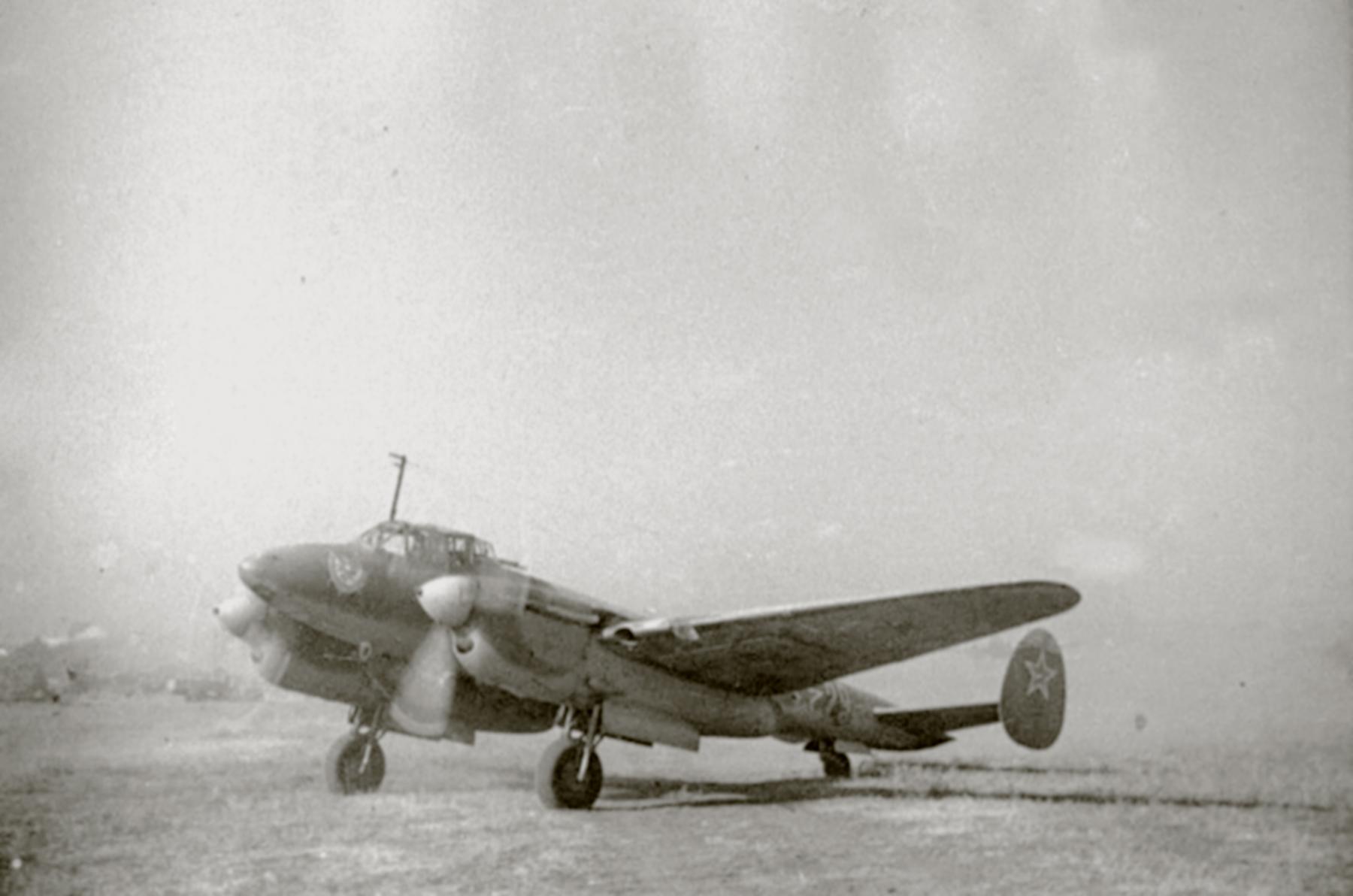 Petlyakov Pe 2 type 110 40GvBAP Black Sea Fleet Red 29 Sevastopol 1944 01