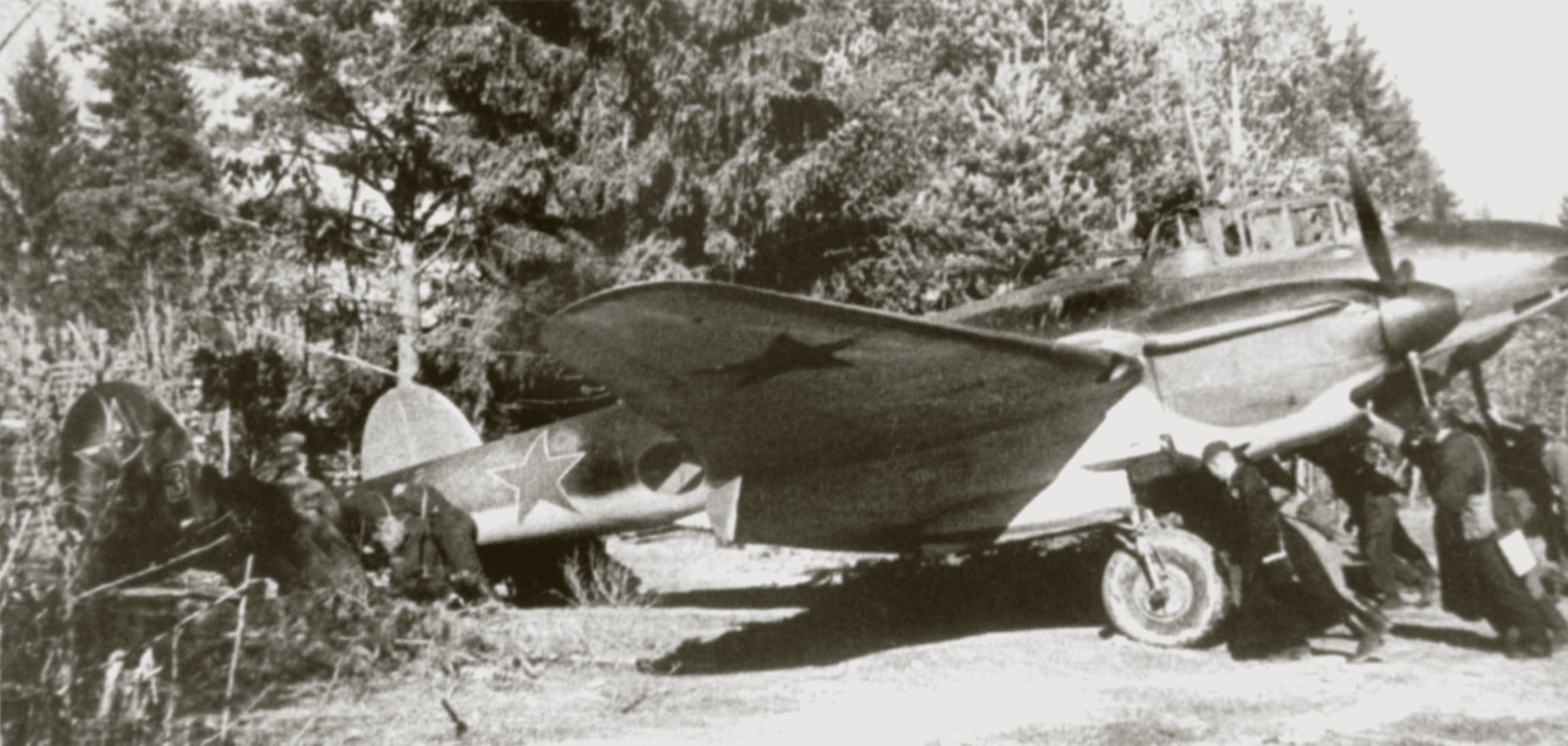 Petlyakov Pe 2 type 110 Red 3 being pushed back into forest cover Russia SS1181 P20