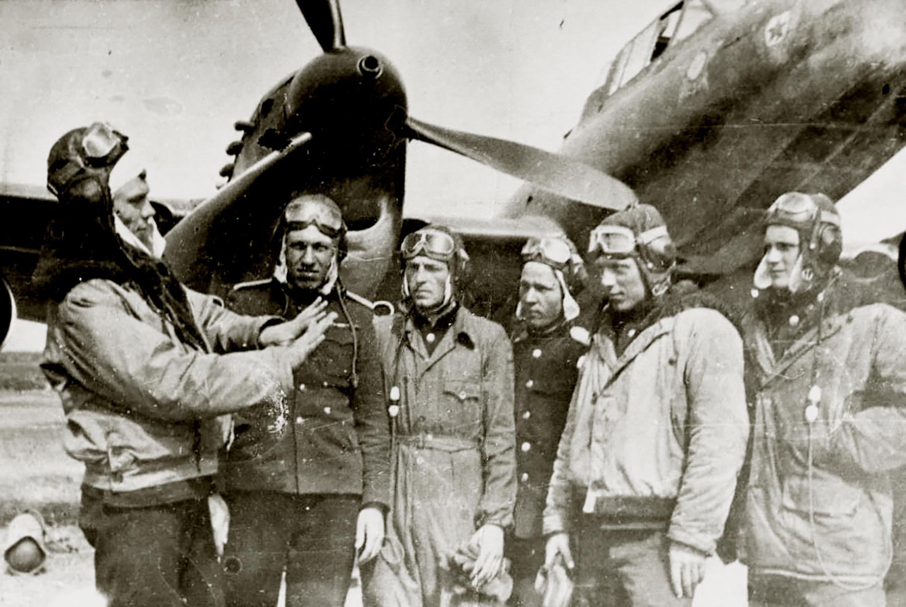 Petlyakov Pe 2 type 359 12GvPAP Order of Ushakov with Rzhevsky P Ilyich and others 1946 01