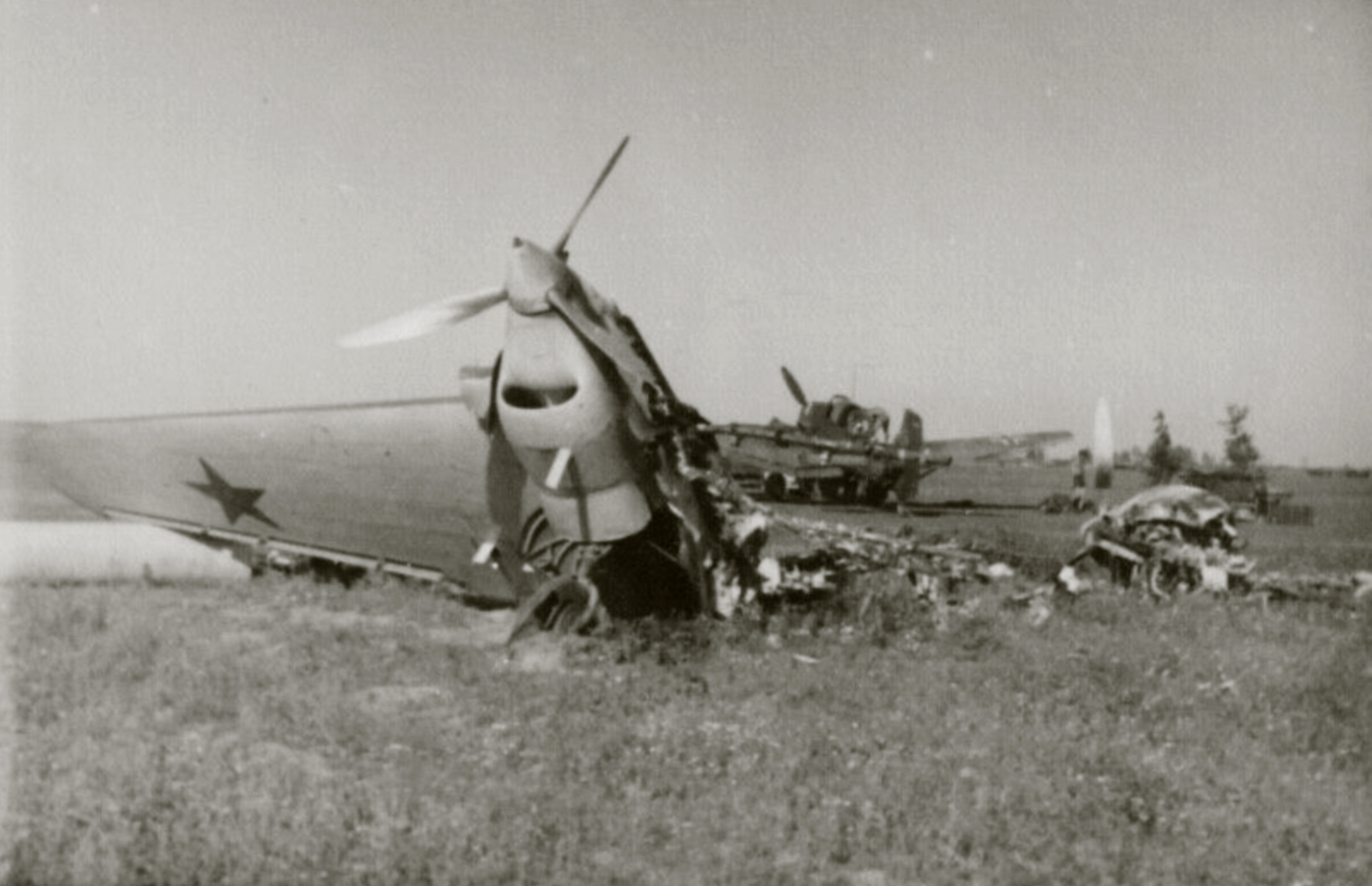Petlyakov Pe 2 wing section remains on a captured Soviet airfield Operation Barbarossa 1941 ebay 01