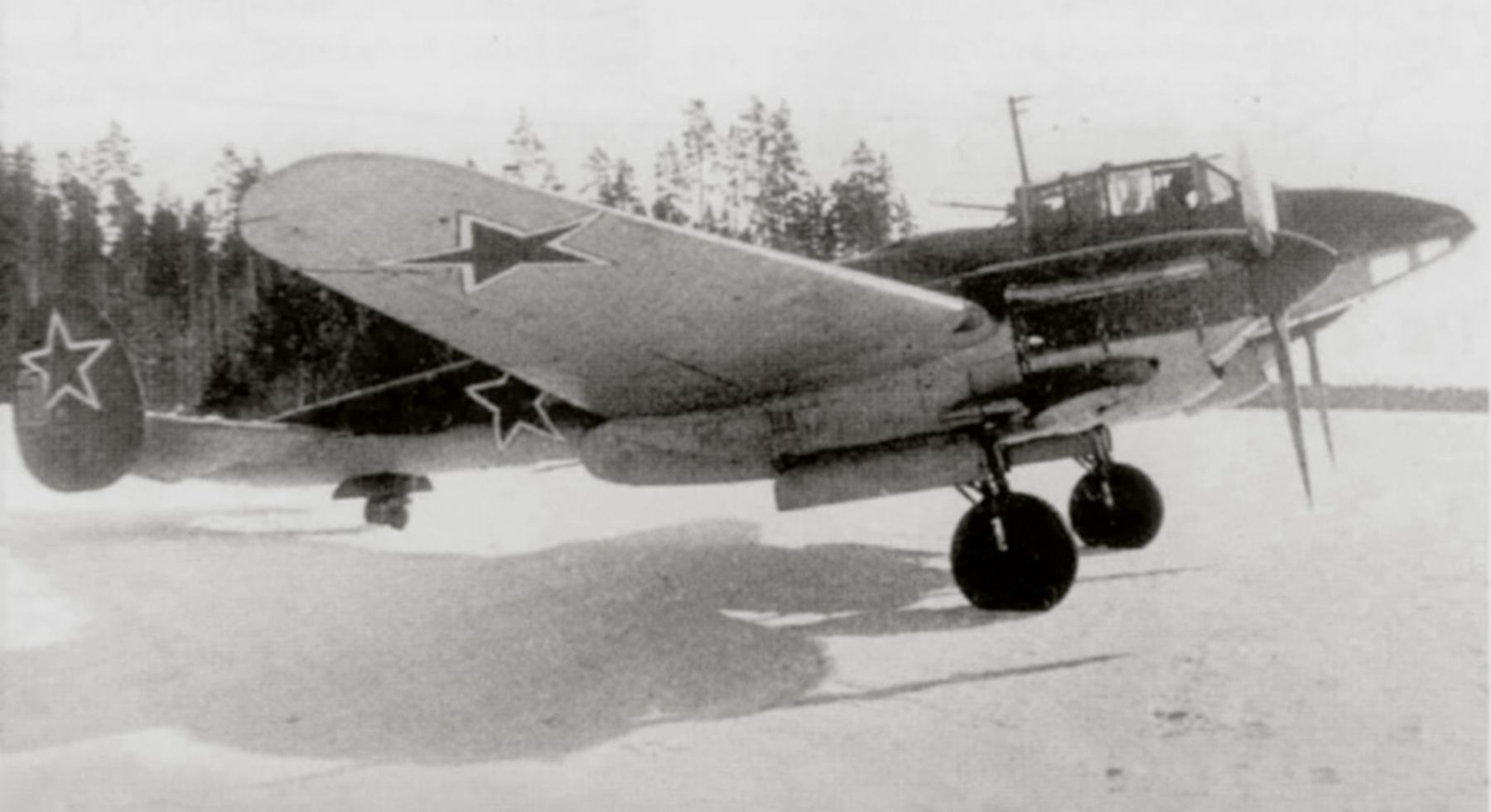 Petlyakov Pe 2R 11ORAP Red 10 in 1944 01
