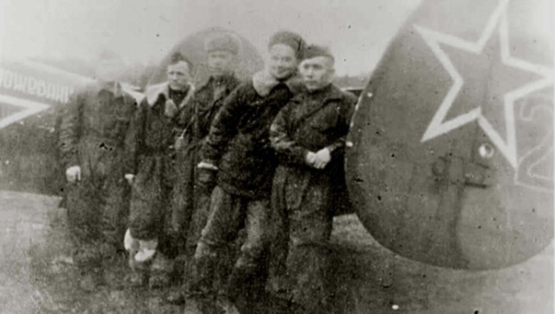 Petlyakov Pe 2R 11ORAP Red 2 sn 5345 crew of Yankov,Martusov and Kozhevnikov 03