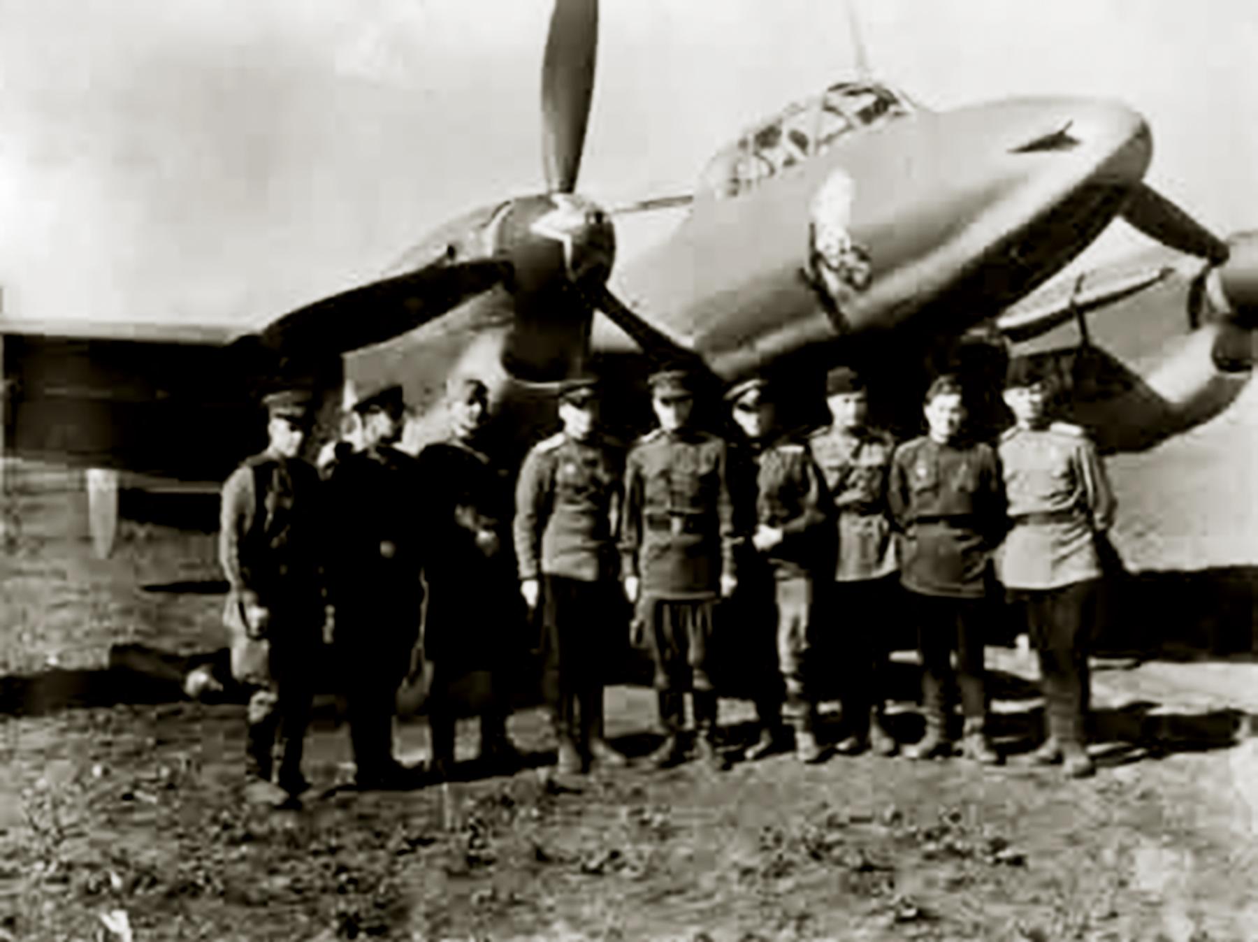 Petlyakov Pe 2R 39ORAP Suvorov Bulgaria 02