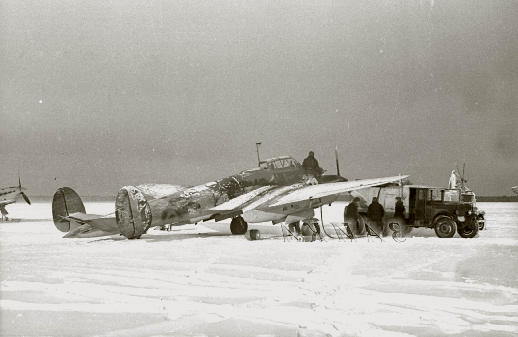 Petlyakov Pe 2R ORPS unit Red 7 in winter camouflage being refueled Winter 1941 42 01