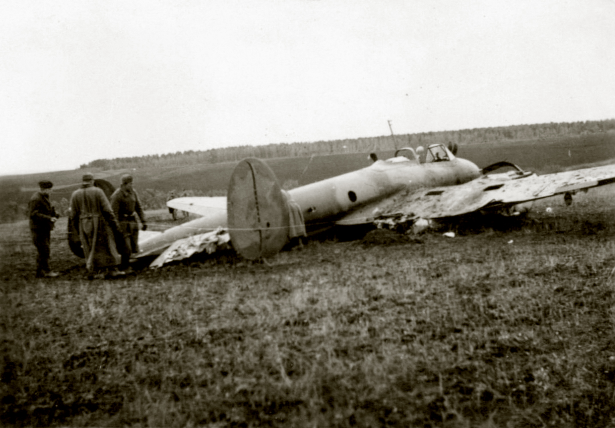 Petlyakov Pe 3 belly landed being inspected by German forces Operation Barbarosa Russia 1941 ebay 01