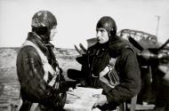 Asisbiz Aircrew Soviet 118OMRAP JnrLt VM Samarin and Hero of the Soviet Union Shein Pavel Stepanovich 1943 01