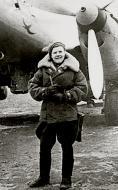 Asisbiz Aircrew Soviet 125GvBAP SnrLt Elena Malyutina infront of Fedotova,Dubkova and Khokhlova aircraft 1945 01