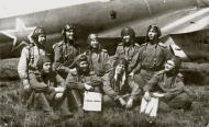 Asisbiz Aircrew Soviet 127GvBAP with Kuzma A Konkov (top row 2nd from the right) and colleagues Stalingrad front 01
