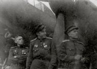 Asisbiz Aircrew Soviet 127GvBAP with Nikolai A Shchichko (center) with colleagues Stalingrad front 01