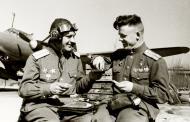 Asisbiz Aircrew Soviet 81GvBAP with Pavel Artemyevich Plotnikov on the right 1945 01