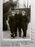 Asisbiz Aircrew Soviet 81GvBAP with crew Gubin,Shapovalov and Markov 1943 01