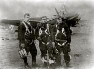 Asisbiz Petlyakov Pe 2 108ORAE with VS Dolgov (C) and his crew 1944 01
