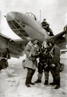Asisbiz Petlyakov Pe 2 108ORAE with VS Dolgov (C) and his crew 1944 02