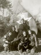 Asisbiz Petlyakov Pe 2 587BAP sn 15212 group photo with their female crews 1943 01