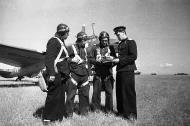 Asisbiz Petlyakov Pe 2 type 1 29BAP Northern Fleet White 70 with Maj AP Tsetsorin and 13AD LtCol IE Korzunov 1944 01