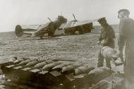 Asisbiz Petlyakov Pe 2 type 205 40GvBAP Northern Fleet being rearmed Crimea 1943 01