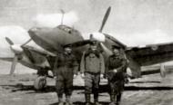 Asisbiz Petlyakov Pe 2 type 205 40GvBAP Northern Fleet with crew Crimea 1943 01