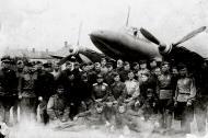 Asisbiz Petlyakov Pe 2 type 359 511RAP group photo taken 1945 01