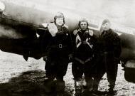 Asisbiz Petlyakov Pe 2R 11ORAP Red 2 sn 5345 crew of Yankov,Martusov and Kozhevnikov 01