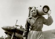 Asisbiz Petlyakov Pe 2R 13VA with a technician and a loaded AFA 1 camera 1943 01