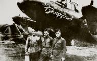 Asisbiz Petlyakov Pe 2R 511RAP slogan For Soviet Belarus crew Nav GG Lyadov,Cmdr VG Zavadsky n radio AF Filimonov 1943 01