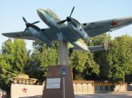 Asisbiz Preserved Petlyakov Pe 2 type 110 on display Bulgaria 01