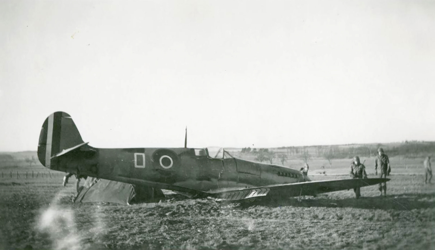 Spitfire White O lies with a broken back after a forced landing 01