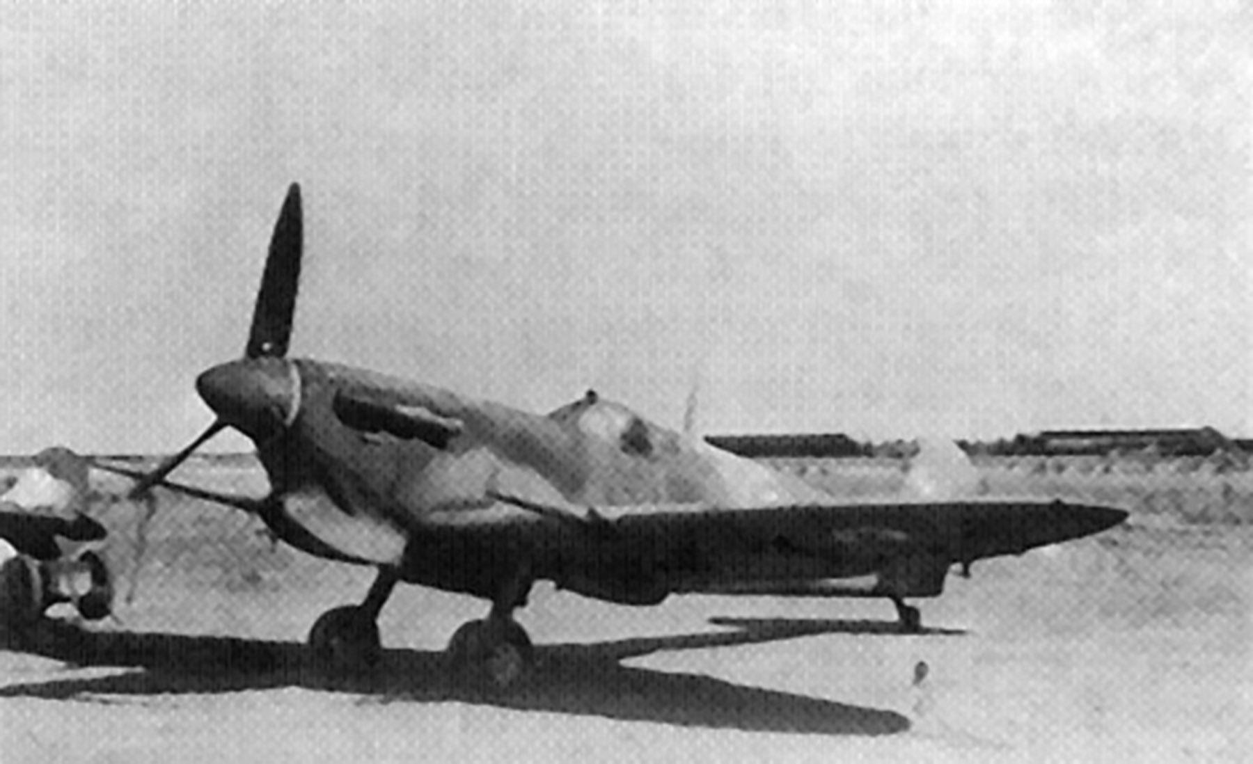 Spitfire MkVbTrop ICBAF 51 Stormo Galatina airfield Lecce Italy 1944 45 01