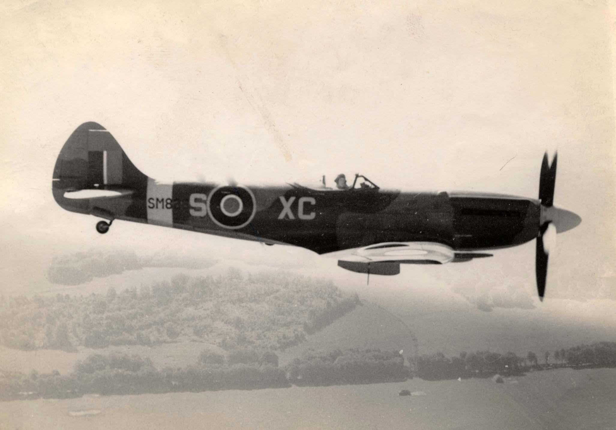 Spitfire FRXIV RAF 26Sqn XCS SM826 England 01