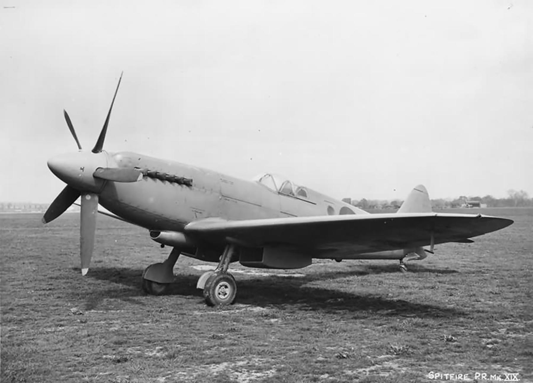Spitfire PR19 RAF England May 1944 web 01