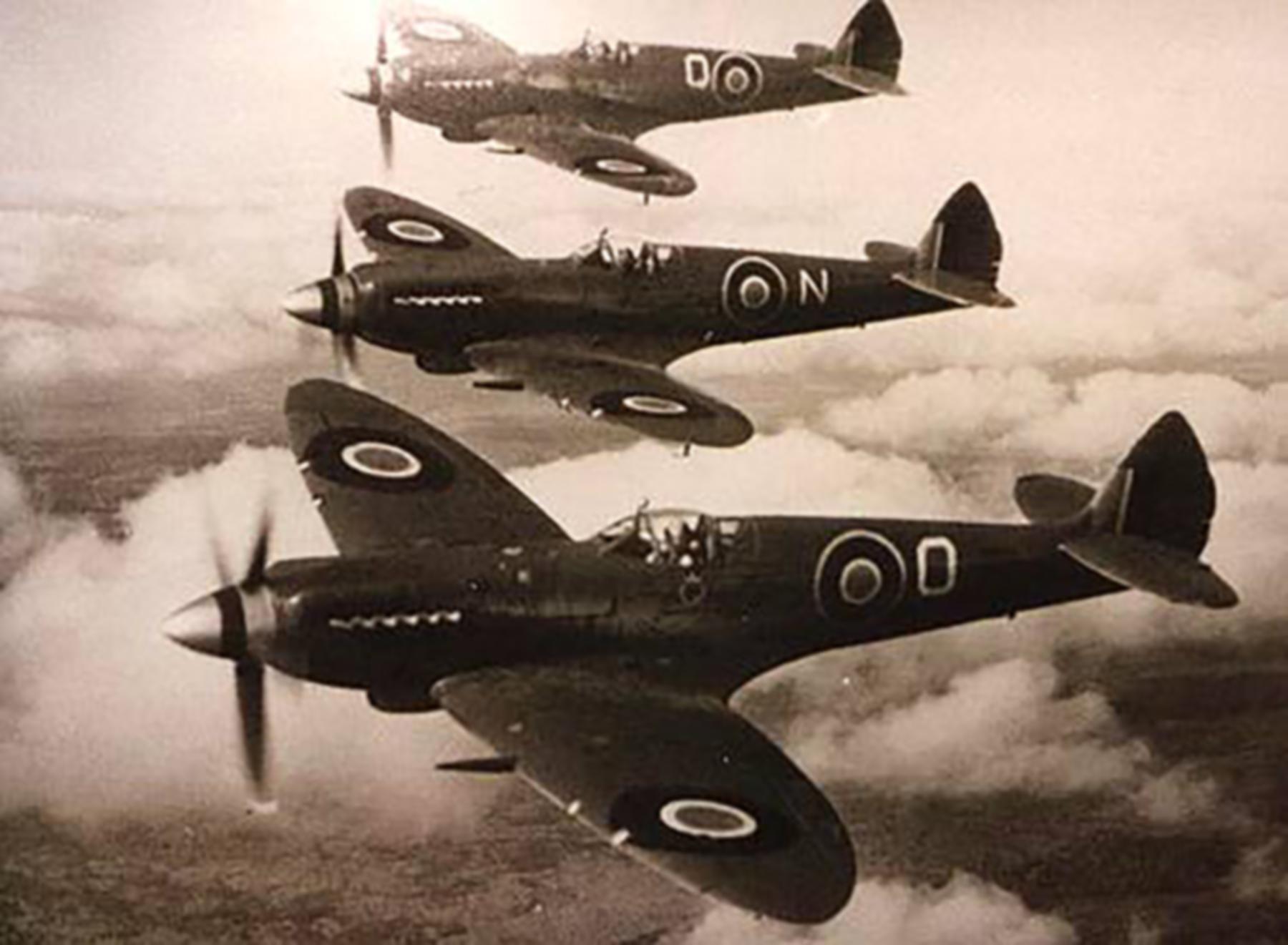 Spitfire RAF late Wartime 01