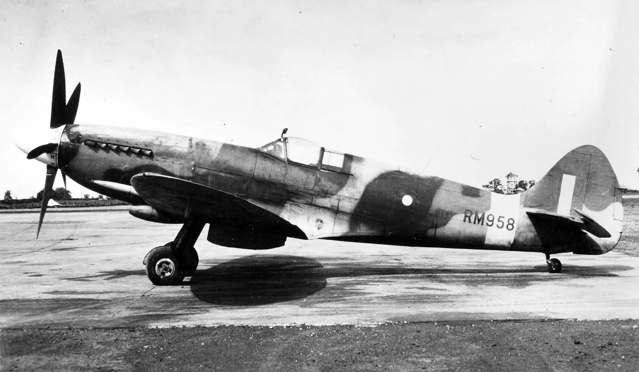 Spitfire XIV RAF RM958 in India web 01