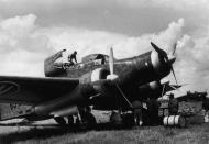 Asisbiz Italian Regia Aeronautica Savoia Marchetti SM 79 bomber being refuelled in Sicily 01