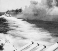 Asisbiz Italian battleship Giulio Cesare firing during the Battle of Calabria 9th July 1940 01