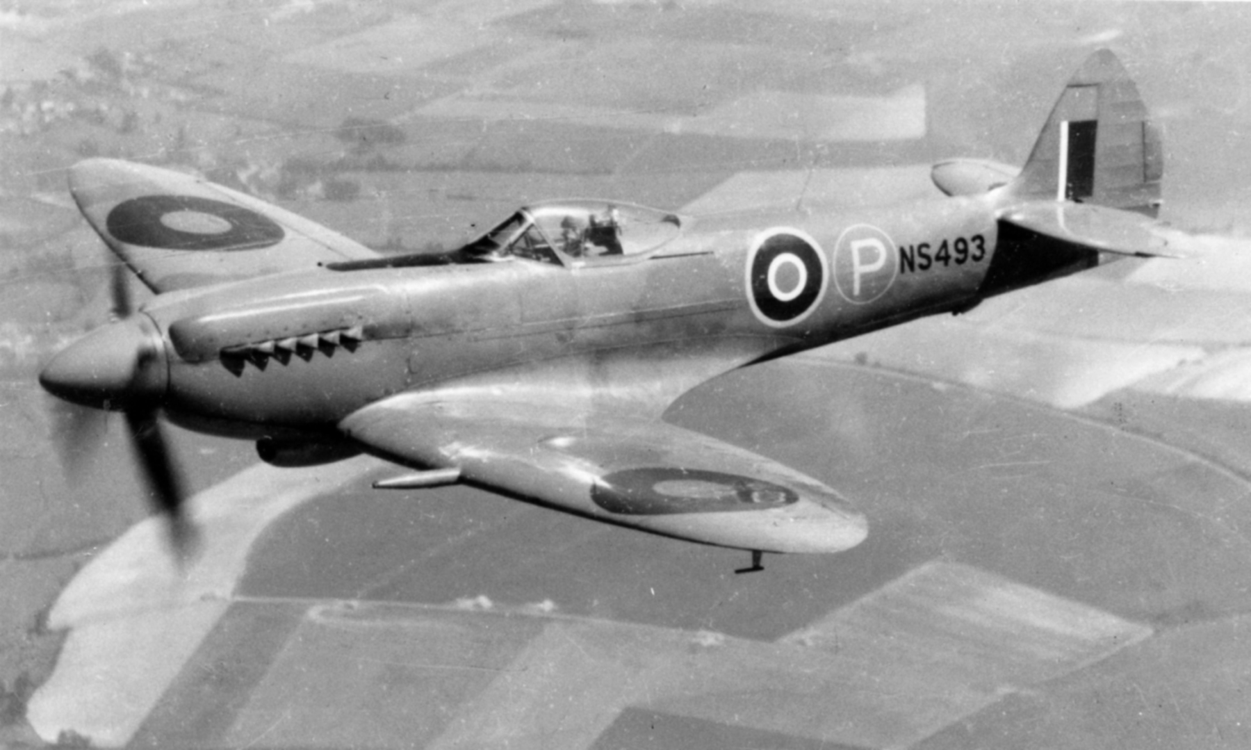 Seafire 17 Prototype NS493 England 1946 01