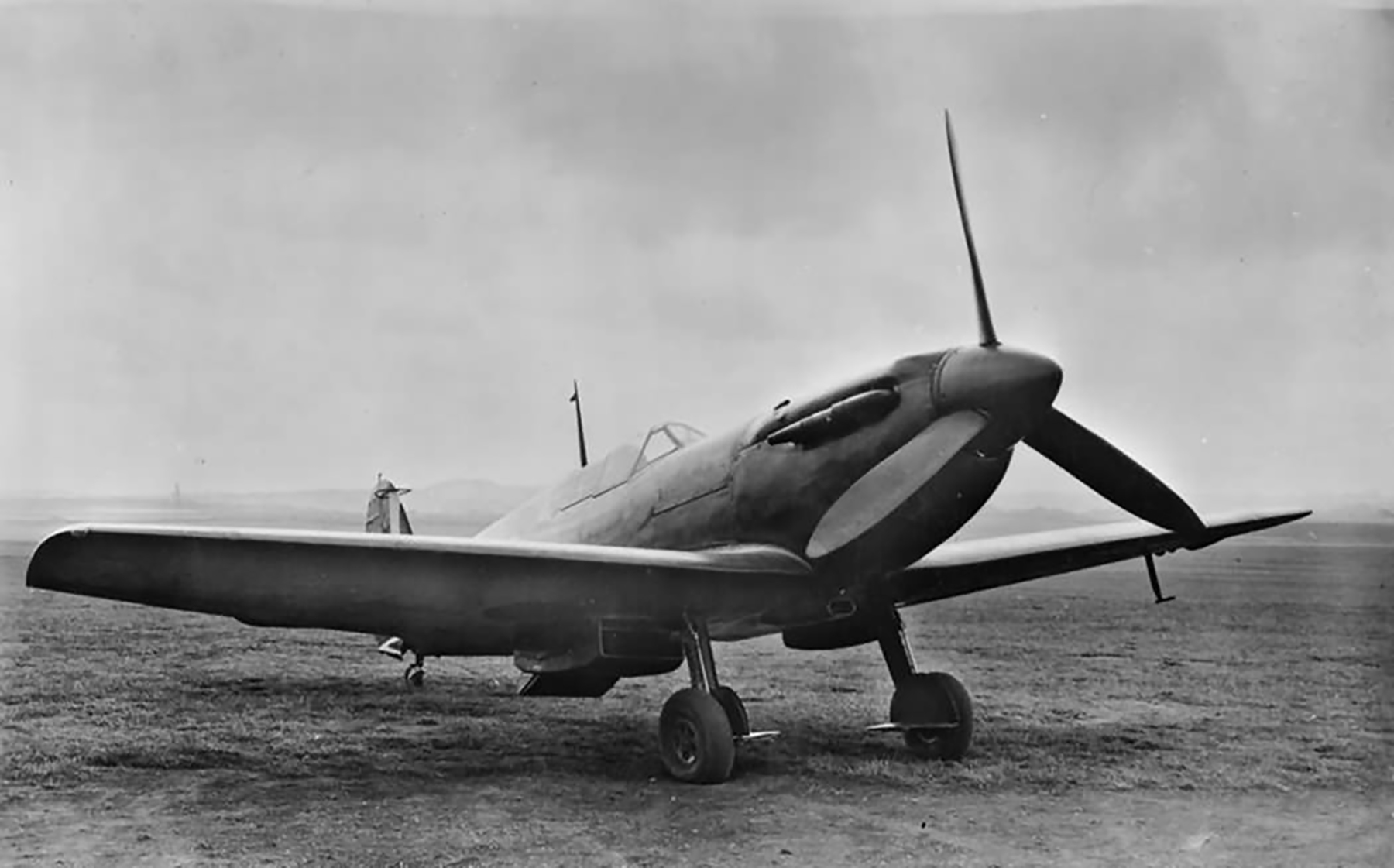 Spitfire 3 Prototype N3297 later became prototype 9 England Oct 1941 web 02