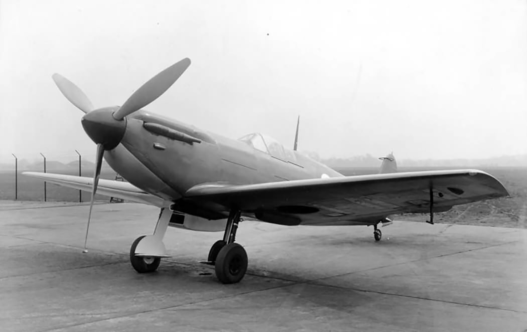 Spitfire 3 Prototype N3297 later became prototype 9 England Oct 1941 web 03