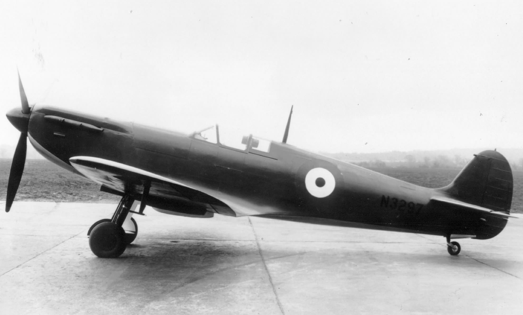 Spitfire 3 Prototype N3297 later became prototype 9 England Oct 1941 web 04